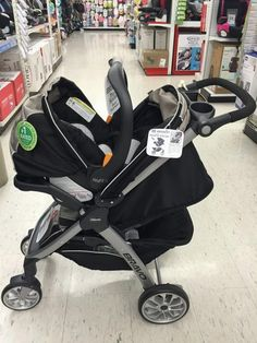 What the pink and black stripes strollers has to look like . Has to look like it does in the photo Cute Baby Twins, Baby Boy, Baby Girl Strollers, Luxury Baby Clothes, Travel Systems For Baby, Baby Life Hacks, Camo Baby Stuff, Baby Necessities, Baby Carriage
