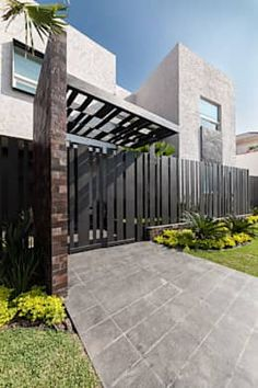 Cement Fence Cost Casa Sorteo Tec No By Arq Bernardo Hinojosa Architecture How To Build Wire Wooden Step Horizontal Wood Designs Modern Designmodern Ideas Cheap - Estate Residential Solid Wall Fencing Garden Modern Entrance, Modern Fence, Entrance Gates, Modern Gates, Modern Garage, Sloped Yard, Facade House, Gate House, House Front
