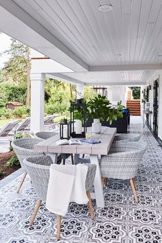 15 Deck Must Haves for Summer Entertaining; outdoor dining table, wicker chairs Resin Patio Furniture, Backyard Furniture, Outdoor Furniture Sets, Outdoor Decor, Rustic Furniture, Antique Furniture, Furniture Layout, Furniture Design, Outdoor Spaces