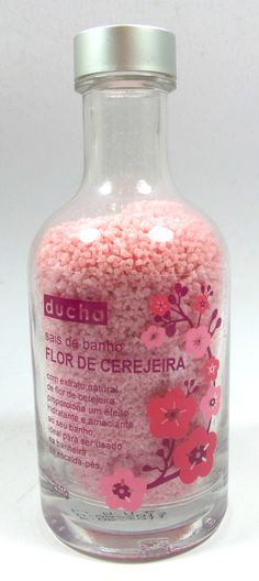 Sais de Banho: Proporciona um efeito hidratante e relaxante ao seu banho. Possui uma espuma cremosa que limpa profundamente a pele.