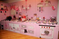 Casais! Quando recebi as fotos do chá de cozinha da Caroline, enlouqueci!! Ela contou que ele foi todo inspirado com os outros chás aqui do blog, e quando vi, não tive dúvida, em cada detalhe consegui perceber as inspirações…. Quem fez toda a mesa de doces e decoração foi a Maria Pipoca – amei! Confiram …