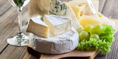Perfect Cheese Pairings: 8 Scrumptious Ways to Enjoy Cheese Cheese Pairings, Cheese Snacks, Natural Teeth Whitening, Food Hacks, Home Remedies, Camembert Cheese, Homemade, Eat, Italy