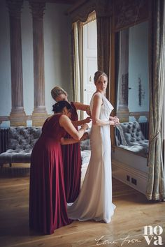 The beautiful bridal suite at Rockbeare manor near Exeter. Our beautiful bride Nicki in the final stages of getting ready. #rockbearemanor