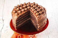 Το argiro.gr γιορτάζει και κερνάει την πιο ωραία κι εύκολη τούρτα σοκολάτας που εντυπωσιάζει με την γεύση της και την αέρινη σοκολατένια υφή της. Παραμιλάς από την πρώτη μπουκιά! Food Network Recipes, Cooking Recipes, The Kitchen Food Network, Greek Sweets, Food Categories, Greek Recipes, Frozen Yogurt, Sorbet, Tiramisu