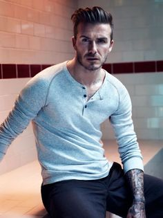 David Beckham: Shirtless for H&M Bodywear Campaign!: Photo Check out a shirtless David Beckham in these brand new David Beckham Bodywear for H&M campaign images! The former soccer player posed in various… Style David Beckham, Moda David Beckham, David Beckham Long Hair, David Beckham Fashion, David Beckham Shirtless, David Beckham Haircut, Hair Styles 2014, Short Hair Styles, Cabelo David Beckham
