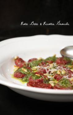 Rote Bete & Ricotta Gnocchi mit Zitronen-Basilikumpesto