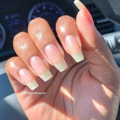 On the intagram, all manicurists posted a new coffin nail. Thousands of clicks will be awarded in a short period of time. Why Coffin nails is the darling of the nail art, let's analyze it today. Natural Nail Designs, Fall Nail Designs, Beautiful Nail Designs, Long Natural Nails, Long Nails, Red Nails, Glitter Nails, Pastel Nails, Shellac Nails