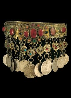 Greece - silver wire mesh and applique enamel plaques, semi precious stones and pendants made from foreign coins.This type of ornament is from Thrace and Macedonia. Tribal Jewelry, Turquoise Jewelry, Silver Jewelry, Greek Jewelry, Ancient Jewelry, Antique Jewelry, Gold Belts, Bare Foot Sandals, Jewelry Organization