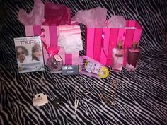 Ending soon!!! #VS #Victoria'sSecret, #Beauti-Control, #Avon, #Kohls,Jewelry & More! Ladies Tiered Christmas Auction #Free #Freebies #Freeshipping