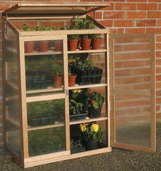 Petite serre de balcon terrasse en bois | Gardens, Greenhouse ...