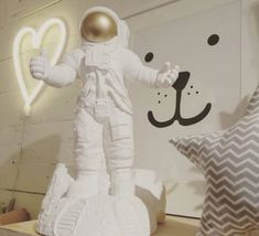 Starman marke newton lampe a poser table lamp  goodnight light starman white  design signed 32274 product