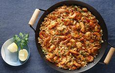 Κριθαράκι κοκκινιστό με γαρίδες. Αυτό το φαγητό φέρνει πλούσιες καλοκαιρινές μυρωδιές στο Κυριακάτικο τραπέζι μας.