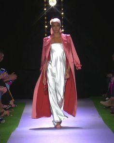 Silver Sheath Evening Maxi Dress / Evening Gown with Pink Coat. Runway Show by Brandon Maxwell Curvy Girl Fashion, Black Women Fashion, High Fashion, Fashion Show, Womens Fashion, Fashion Design, Vogue Fashion, Runway Fashion, Fashion Trends