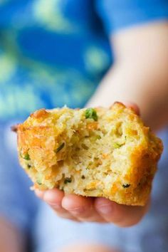 Vegetable Savoury Muffins These vegetable muffins contain 4 different vegetables. They are perfect savoury muffins for baby-led weaning toddler lunches or for the lunchbox. Something the whole family will love. Healthy Savoury Muffins, Savory Breakfast, Healthy Snacks, Healthy Toddler Lunches, Healthy Muffins For Kids, Savoury Baking, Savory Snacks, Healthy Kids, Muffin Recipes
