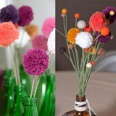 Yarn pom pom flowers or garland Cute Crafts, Crafts To Do, Crafts For Kids, Diy Crafts, Pom Pom Flowers, Pom Pom Rug, Yarn Flowers, Diy Flowers, Pom Pom Centerpieces