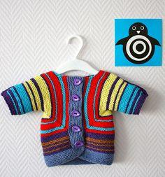 """Se on baby surprise -takki. Siihen oli ohje myös Suuressa käsityölehdessä helmikuussa 2011 nimellä """"vauvan kerralla neulottu nuttu"""". Minull..."""