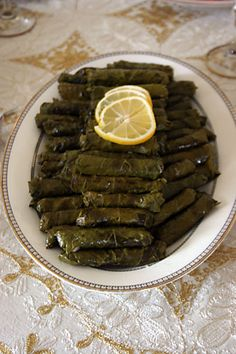 I grew up on these. The link is another language but I can translate for someone :) gonna make these for Adam this week! Easy Meal Prep, Easy Meals, Turkish Recipes, Ethnic Recipes, Story Instagram, Food Decoration, Looks Yummy, Arabic Food, Food Preparation