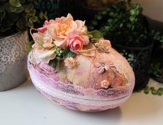 Spring Wedding Egg Påskägg Godisägg Påsk Spring Wedding, Jewelry Crafts, Cardmaking, Jewelry Making, Eggs, Paper Crafts, Projects, Cards, Log Projects