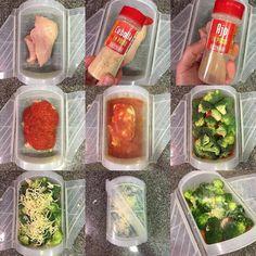 Pollo con tomate y brócoli gratinado al microondas