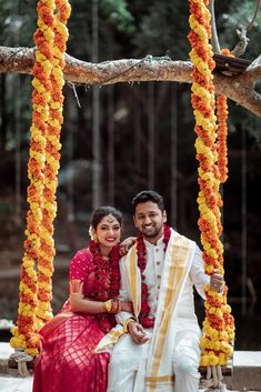 A Traditional Bangalore Wedding With The Bride In A Bright Pink Kanjeevaram Indian Wedding Couple, Wedding Couple Poses, Pre Wedding Photoshoot, Bride Groom Photos, Indian Bride And Groom, Indian Wedding Photography Poses, Photography Couples, Wedding Dress Men, Wedding Outfits