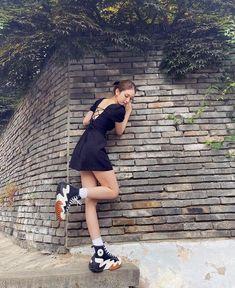 Kpop Girl Groups, Korean Girl Groups, Kpop Girls, Dress With Converse, Estilo Indie, Kpop Girl Bands, Jeon Somi, Blackpink Fashion, Daily Fashion