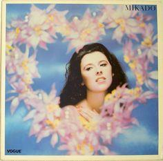 """Pascale du groupe Mikado, couverture du vinyl """"Mikado"""", 1985 par Pierre et Gilles."""