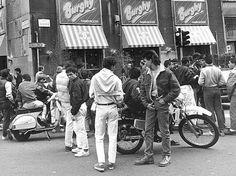 Il Burghy (poi Mec) di San Babila. Chiude uno dei simboli della Milano degli Anni '80. #Milan #OldMilan