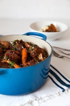 How to cook oxtail Slow cooked in red wine and stock, this tasty oxtail recipe is flavoursome and super straightforward to prepare. A worthwhile classic to master. The post How to cook oxtail & Wine Deals appeared first on Oxtail recipes . Oxtail Recipes Crockpot, Meat Recipes, Slow Cooker Recipes, Wine Recipes, Cooking Recipes, Curry Recipes, Cooking Food, Cooking Ideas, Oxtail Slow Cooker