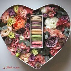 #heart #flowers #box #flowersbox #giftbox #flowersinabox #floriincutie #cutiecuflori #inima #macarons #cadou #sayitwithflowers #madewithjoy #paulamoldovan #livadacuvisini #colors #happyflorist #bucuresti #bucharest #roses #ranunculus #eucalipt Flower Quotes, Acrylic Box, Bucharest, Ranunculus, Macarons, Roses, Heart, Breakfast, Morning Coffee