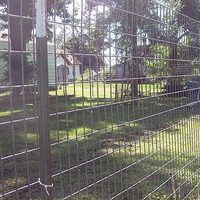 Good fences make good neighbors. Good fences should keep other dogs out and keep your dogs in! Good fences also should be relatively inexpensive, and EASY to install if at all possible. Thanks to the wonders of modern day fencing technology, there is a solution to all of these in this article.