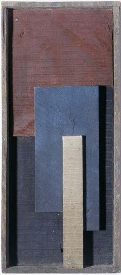 Torres García, Joaquín: Construcción en madera Montevideo, Uruguay, 1874 - 1949 Fecha: 1929 Materia: Madera, clavos de acero y pintura al óleo Técnica: Construcción Dimensiones: 50,4 x 22,1 x 4,6 cm Categoría: Escultura Año de ingreso: 2001 Nº de registro: AD02059 © COPYRIGHT SUCESIÓN JOAQUÍN -TORRES GARCÍA, MONTEVIDEO 2015
