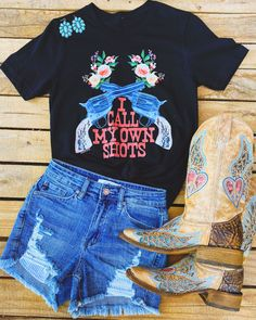 Cute Cowgirl Boots, Cowgirl Style, Western Chic, Western Wear, Western Boots, Southern Outfits, Country Outfits, Boho Tops, What To Wear