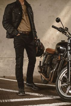 Rock Style Men, Biker Style, Triumph Speed Triple, Jaguar Xk, Bike Reviews, Stylish Mens Outfits, Honda Accord, France Travel, Bricolage