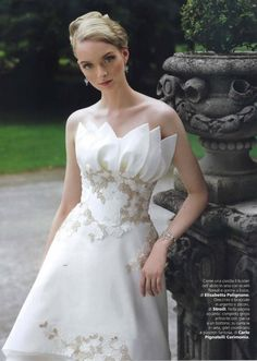 3c89346fc828 Vogue Sposa - settembre 2014    come una corolla il bustier dell abito in