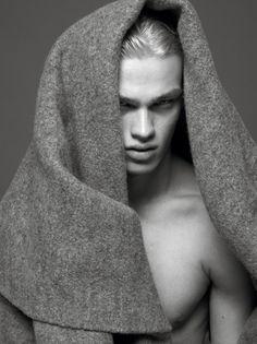 Filip Hrivnak pour Vogue Hommes International printemps-été 2014 par Mert & Marcus http://www.vogue.fr/vogue-hommes/magazine/diaporama/cover-boy-rencontre-avec-filip-hrivnak-mert-marcus-vogue-hommes-international-printemps-ete-2014/17993/image/988214#!2