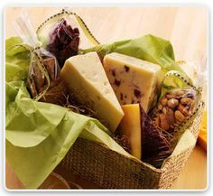 Need a great gift basket to send to family or friends? Try West Allis Cheese and Sausage Shop