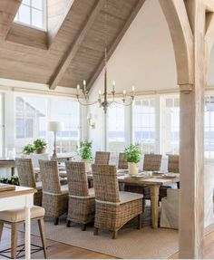 Breathtaking French Country modern farmhouse dining area by Giannetti Home - found on Hello Lovely Studio Style At Home, Country Kitchen Tables, Pine Kitchen, Kitchen Living, Dining Room Inspiration, Beach House Decor, Home Fashion, Family Room, Sweet Home