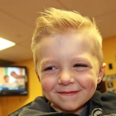 46 Cute Baby Boy Haircuts to Make your Kids so Charming and Style # Boys Haircuts 2018, Toddler Boy Haircuts, Haircuts For Men, Stylish Baby Boy, Cute Baby Boy, Cute Babies, Boys Dress Outfits, High And Tight Haircut, Baby Haircut