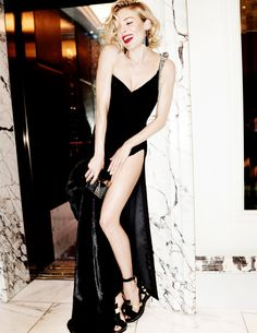 Sienna Miller Delivers All-Star Glamour In Mario Testino Images For Vogue UK…October 2015 Issue Sienna Miller, Vogue Uk, Fashion Editorial Couple, Foto Real, Provocateur, Mario Testino, Mode Style, Trendy Fashion, Timeless Fashion