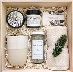 Christmas Gift Box Ideas - A box of wintery relaxation with Formulary 55 Norden A box of wintery relaxation with Formulary 55 Norden fig+yarrow by teakandtwine Source by elif_ksk Gift Baskets For Women, Diy Gift Baskets, Gift Hampers, Basket Gift, Gift Ideas For Women, Gift Boxes For Women, Cute Gift Ideas, Creative Gift Baskets, Wedding Gift Baskets