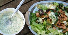 salat med pølser og remuladesouse