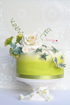 #Green #Airbrushed Single #Tier #Cake with Decorative #Flower #Roses and #Ivy leaves - Stunning! We love and had to share! Great #CakeDecorating!