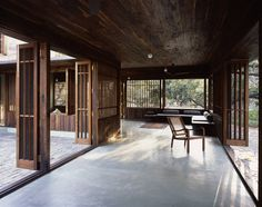Image 7 of 50 from gallery of Copper House II / Studio Mumbai. Photograph by Studio Mumbai Tropical Architecture, Interior Architecture, Interior And Exterior, Interior Design, Asian Interior, Tropical Interior, Design Interiors, Kitchen Interior, Interior Decorating