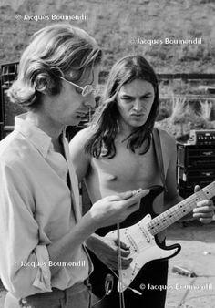 """Credevamo di sapere tutto sul film-concerto """"Pink Floyd: Live at Pompeii"""", girato nell'ottobre 1971 da Adrian Maben nell'anfiteatro deserto degli scavi archeologici più famosi del mondo con Gilmour & co. E invece, dopo oltre quarant'anni, quel live della leggendaria band tra le più innovative della …"""