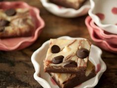 The entertaining experts at HGTV.com share a recipe for irresistible chocolate chip cheesecake brownies.