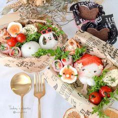 537 個讚好,37 則回應 - Instagram 上的 michiyo(@michiyo0815):「 ◌⋆*❁*⋆ฺ。*June.4.2020⋆*❁*⋆ฺ。* * * * *おはようございます☺︎☻ * * * *今日のお弁当🍙 * *幼稚園弁当の日⍢⃝ཻ * *おにぎり🍙 *チキン南蛮… 」 Cute Bento Boxes, Caprese Salad, Camembert Cheese, The Incredibles, Instagram, Food, Meals, Yemek, Insalata Caprese