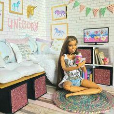 Barbie Dolls Diy, Barbie Fashionista Dolls, Diy Barbie Clothes, Barbie House Furniture, Barbie Bedroom, Accessoires Barbie, Barbies Pics, Diy Doll Miniatures, Barbie Diorama