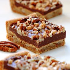JULES FOOD...: CHOCOLATE TOFFEE PECAN BARS ...sooo easy