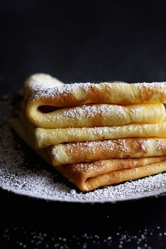 Palatschinken are soft and thick crepes from Austria. This is a traditional Austrian recipe for the easiest and best crepes I know of. You can fill these crepes sweet or savory. Fudge Caramel, Dessert Crepes, Crepes And Waffles, Pancakes, Breakfast Desayunos, Mexican Breakfast, Breakfast Sandwiches, Austrian Recipes, Austrian Food