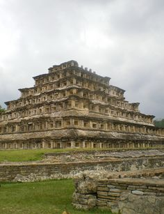 The Pyramid of the Niches at El Tajín archeological site, Mexico (by fon pon).